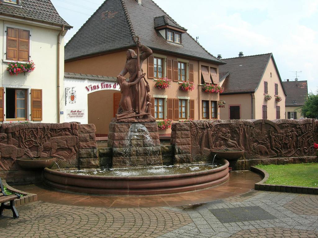 http://www.communes.com/images/orig/alsace/haut-rhin/bennwihr_68630/Bennwihr_14797_la-nouvelle-fontaine.jpg
