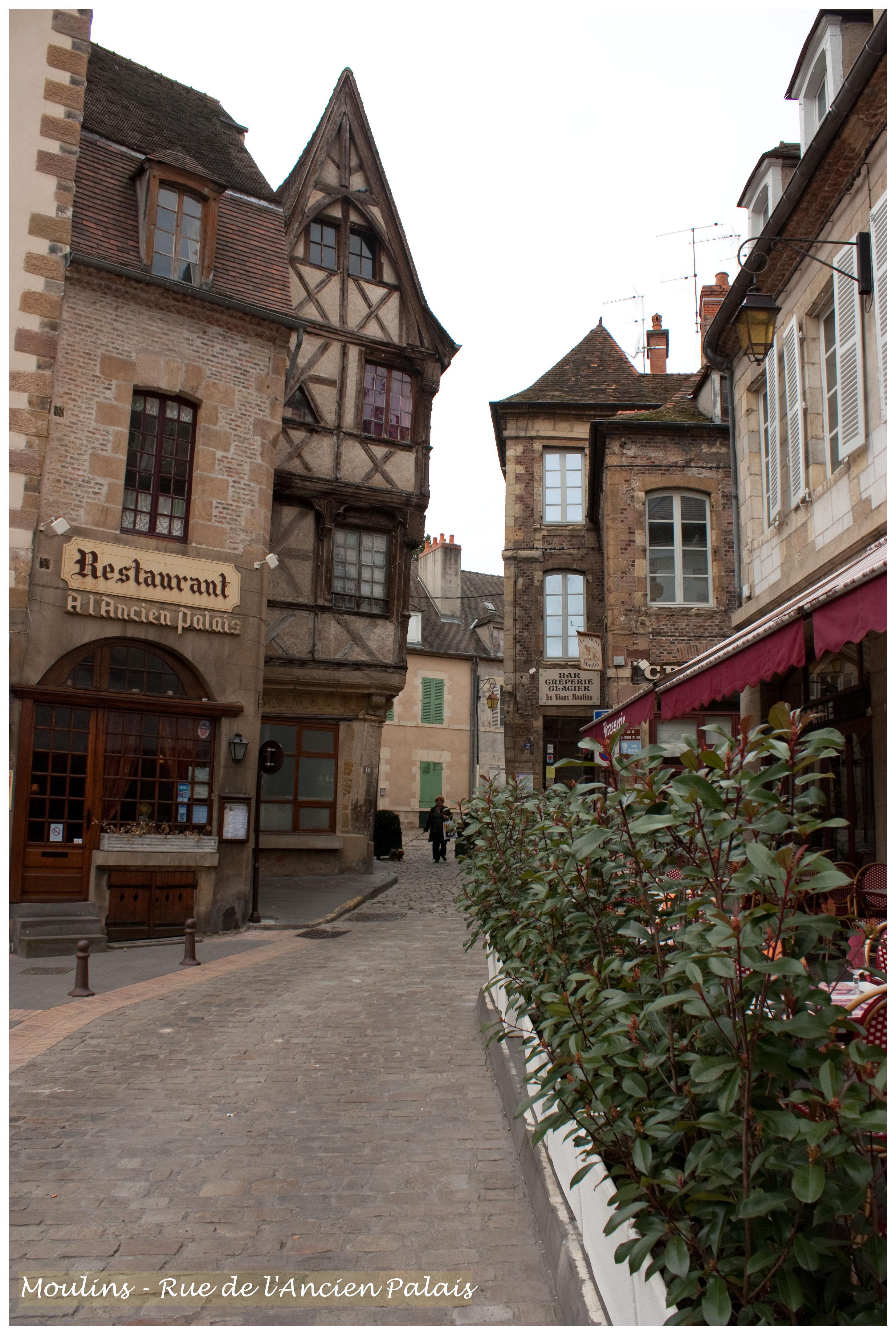 Photo moulins 03000 rue de l 39 ancien palais moulins for Plan de moulins