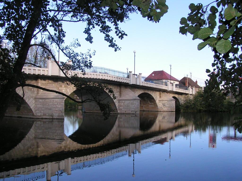 Photo saint pour ain sur sioule 03500 pont charles for Piscine st pourcain sur sioule