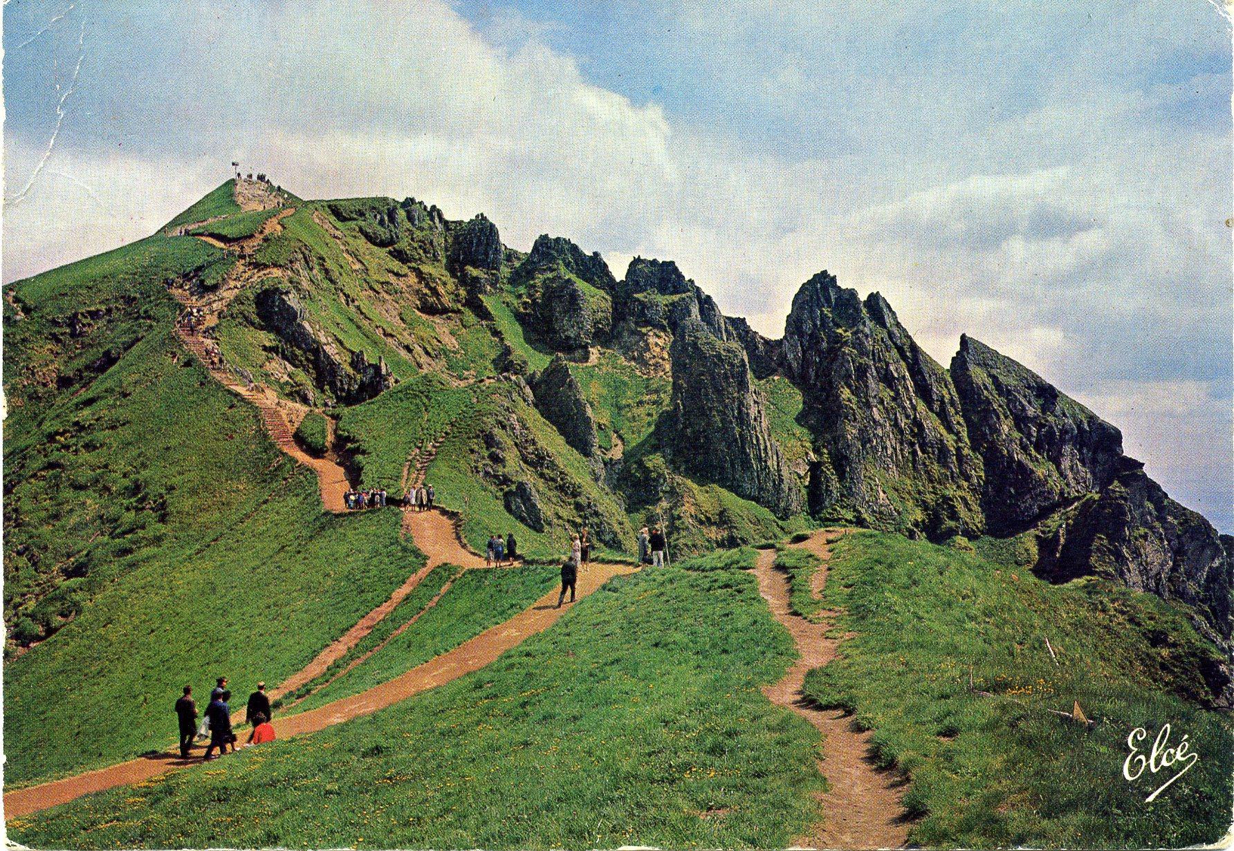 Le sancy vue sur le sommet 1886m au premier plan les aiguilles du diable carte postale de - Le mont dore office du tourisme ...