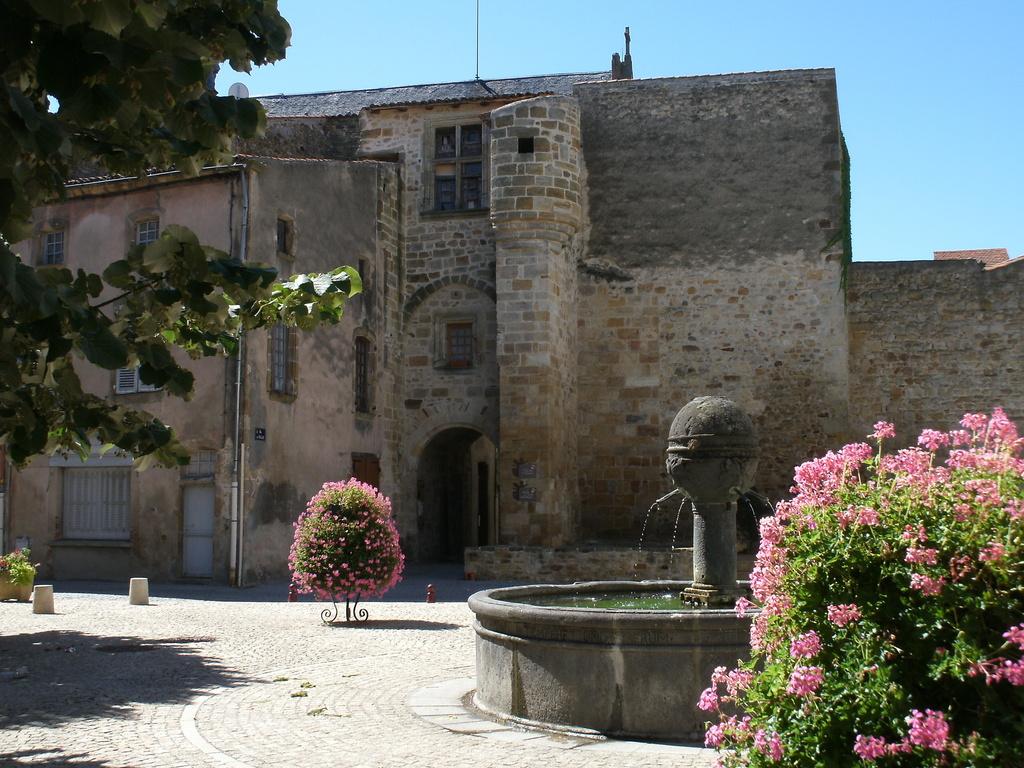 Photo vic le comte 63270 la fontaine vic le comte for Piscine vic le comte