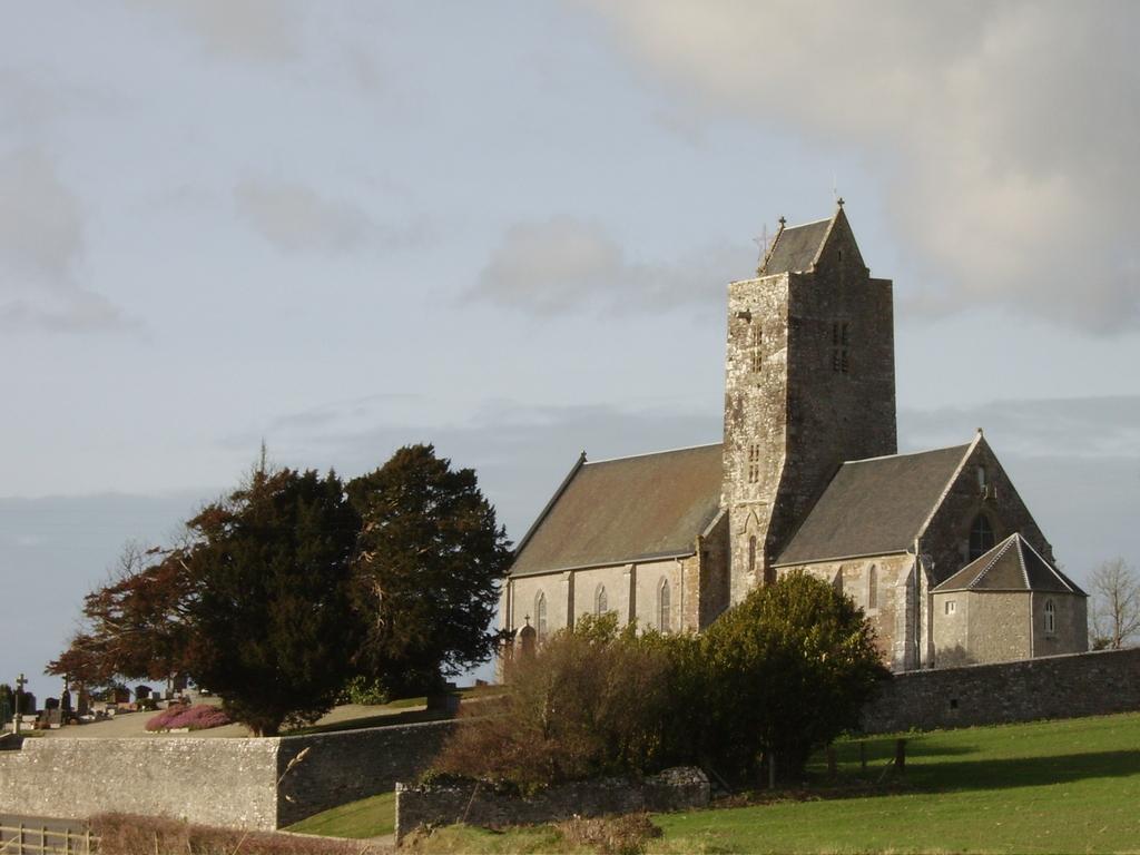 http://www.communes.com/images/orig/basse-normandie/manche/montchaton_50660/Montchaton_7660_Eglise.jpg