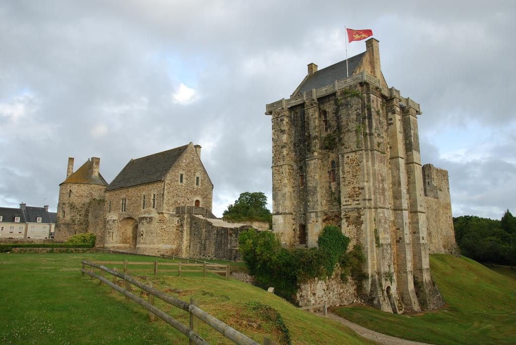 Photo saint sauveur le vicomte 50390 le chateau saint sauveur le vicomte 39465 - Piscine saint sauveur le vicomte ...