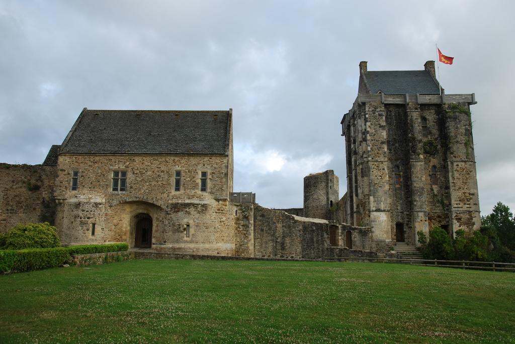 Photo saint sauveur le vicomte 50390 le chateau saint sauveur le vicomte 39466 - Piscine saint sauveur le vicomte ...