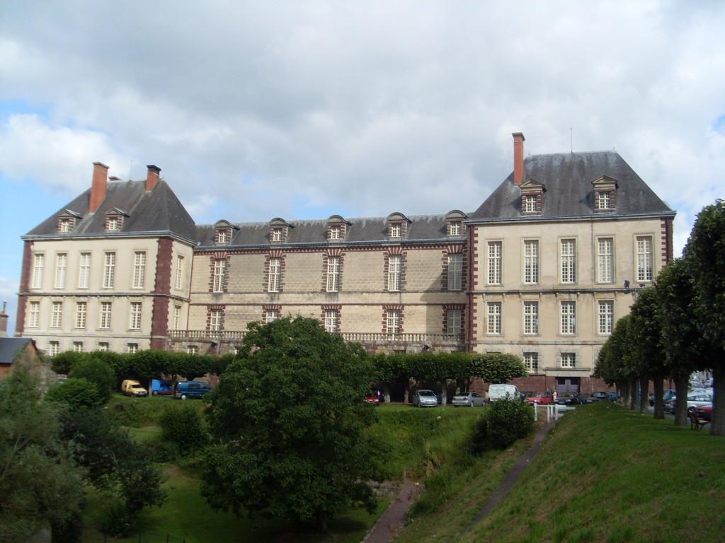 Hotel De Ville Vire