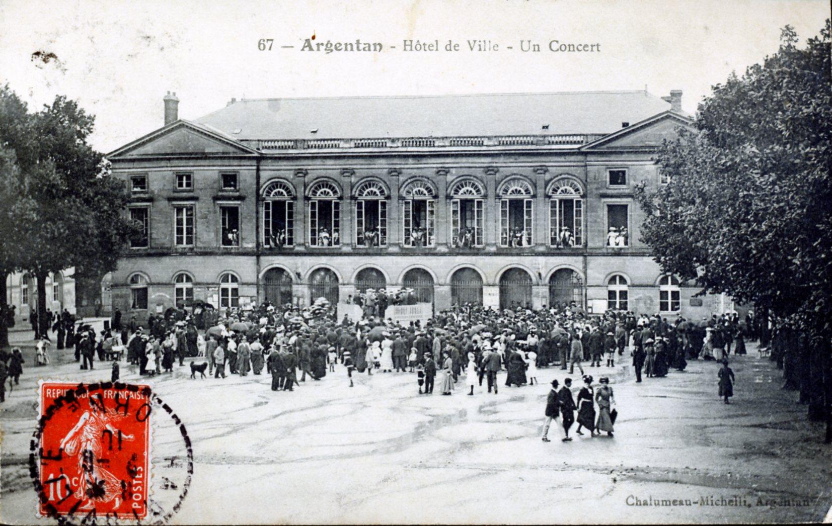 photo argentan 61200 hotel de ville un concert vers 1910 carte postale ancienne. Black Bedroom Furniture Sets. Home Design Ideas