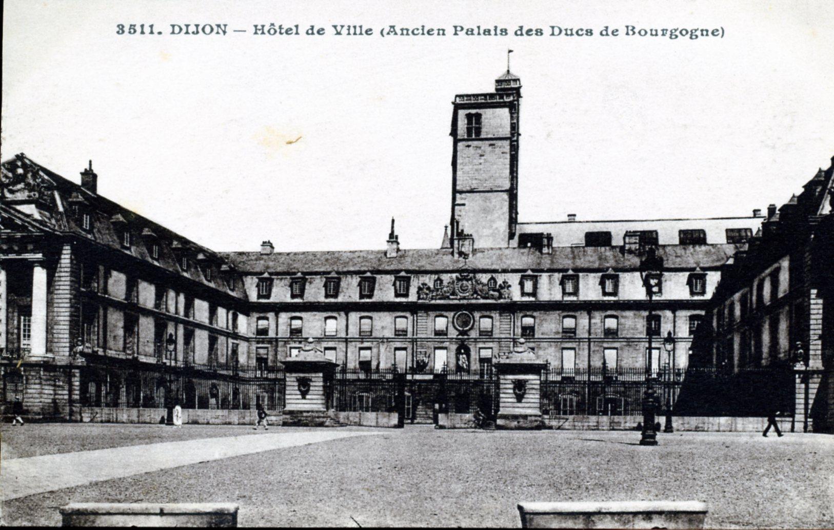 photo dijon 21000 h tel de ville ancien palais des ducs de bourgogne vers 1920 carte. Black Bedroom Furniture Sets. Home Design Ideas