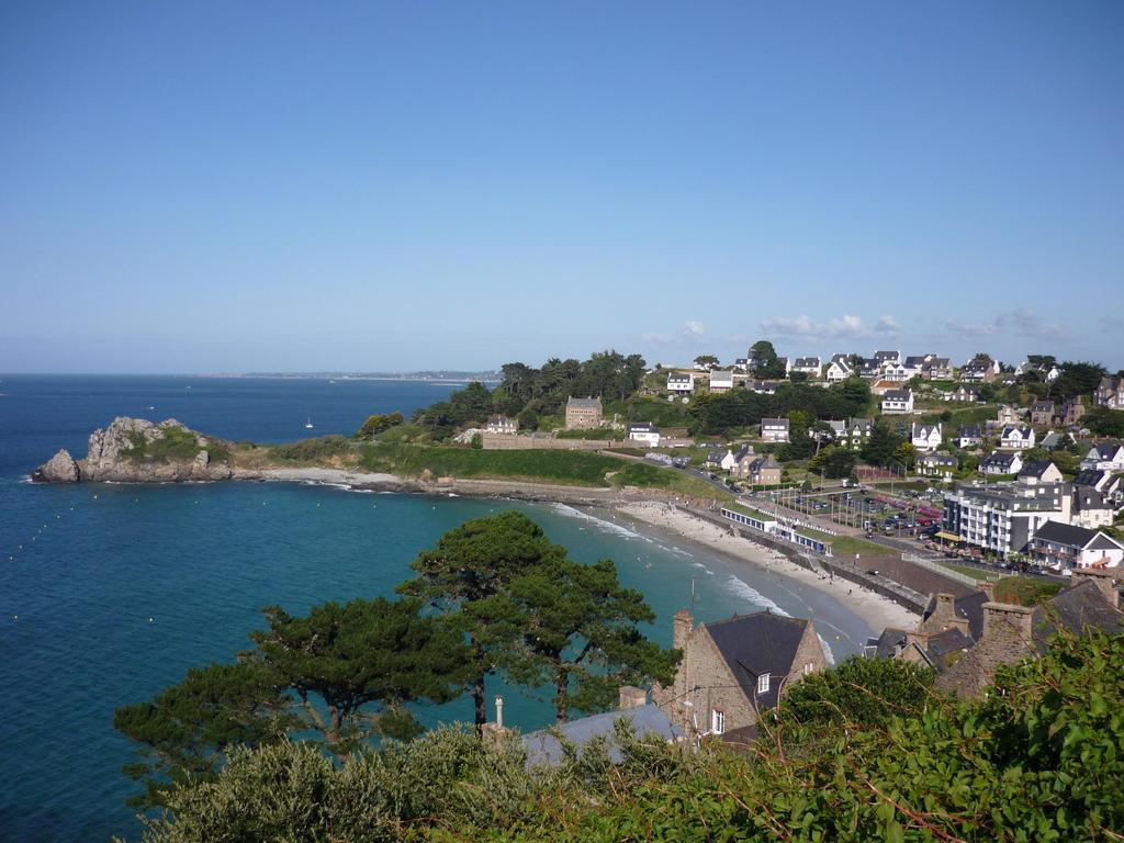 Photo perros guirec 22700 la plage de trestrignel - Office du tourisme perros guirec bretagne ...