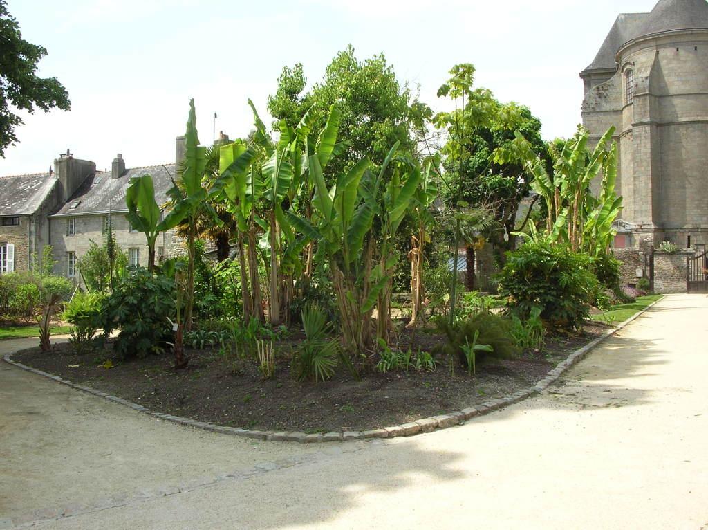 photo quimper 29000 jardin la retraite quimper