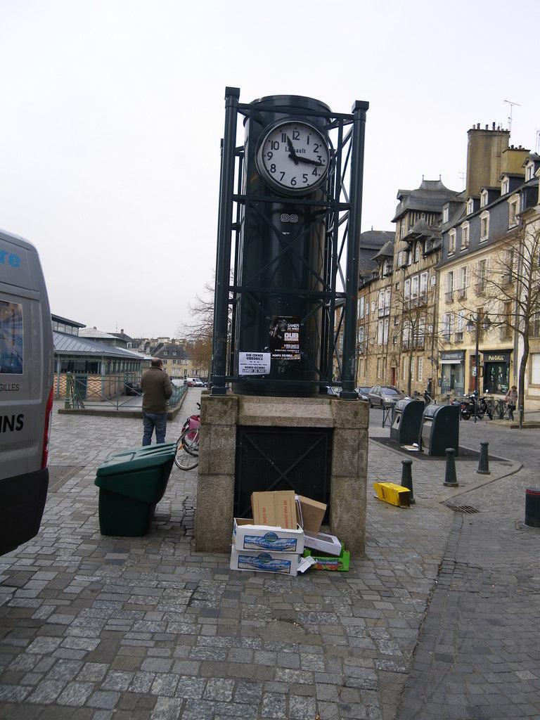 Photo rennes 35000 horloge place des lices rennes - Magasins de meubles rennes ille et vilaine ...