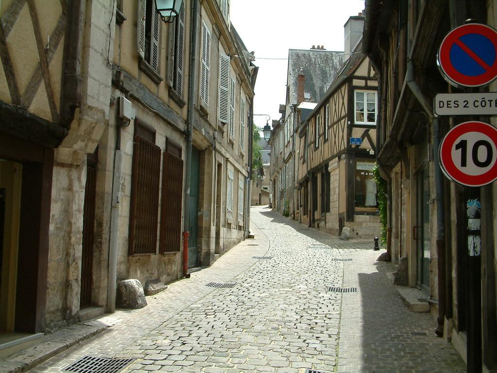 Photo bourges 18000 bourges la vieille ville 2 for Piscine st doulchard