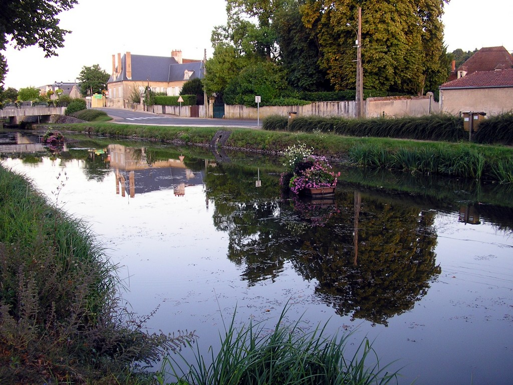 Photo saint amand montrond 18200 canal de saint - Office de tourisme saint amand montrond ...
