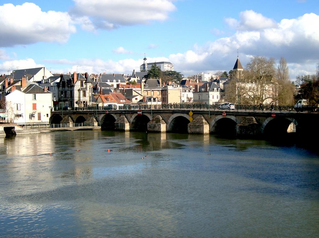 Photo vierzon 18100 vierzon le canal du berry for Hotels vierzon