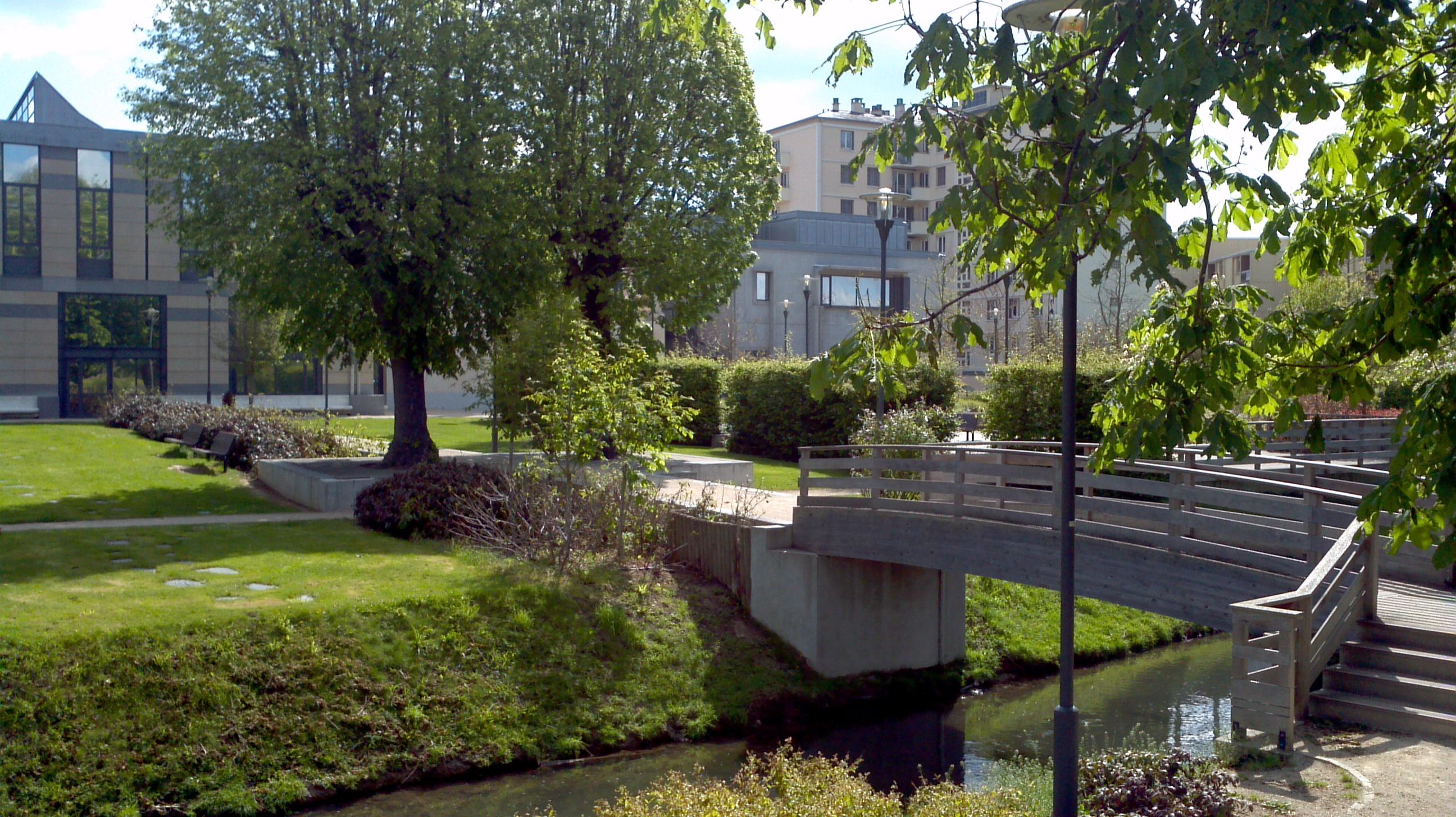 Photo dreux 28100 jardin l 39 arri re de la for Entretien jardin eure et loir
