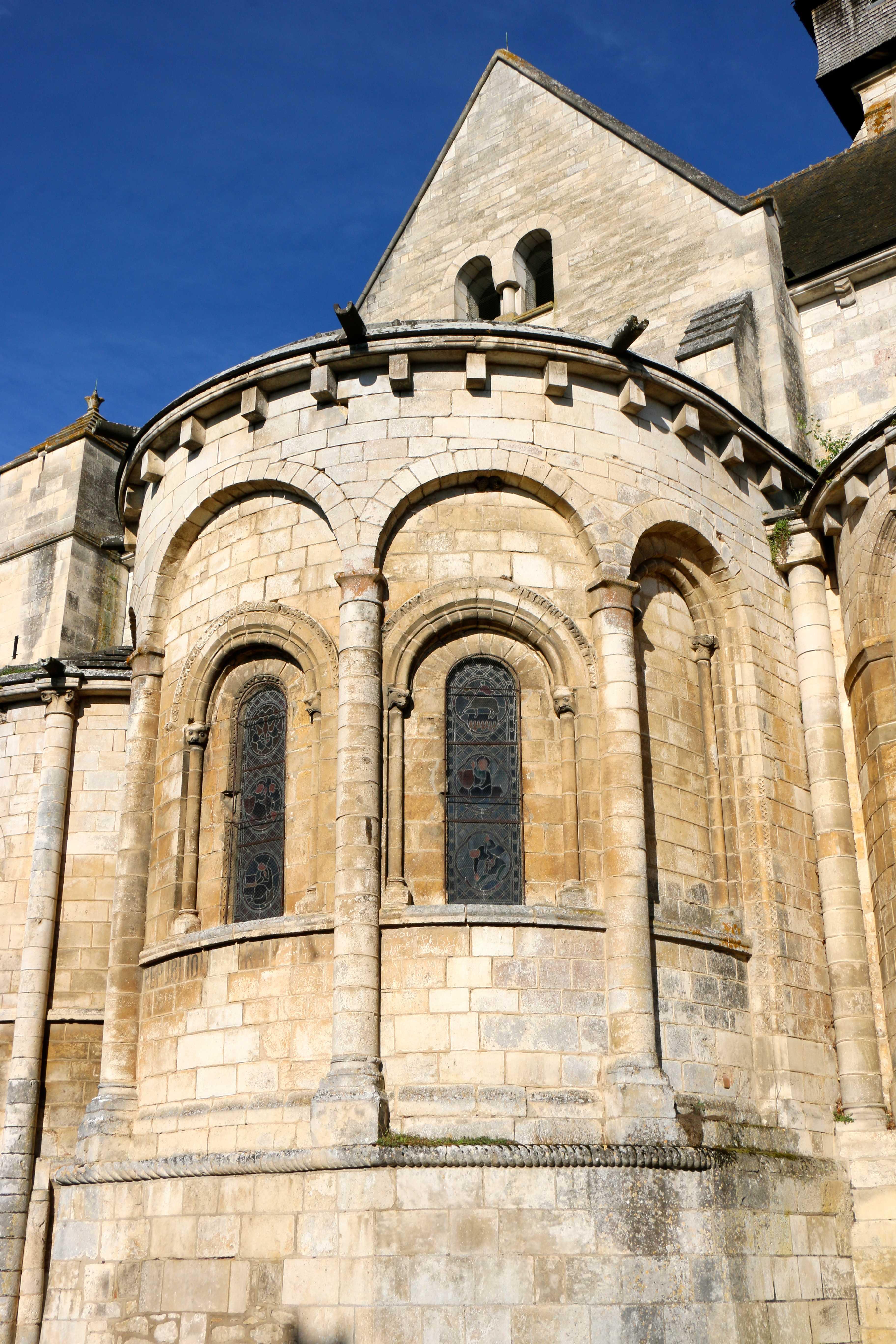 Photo saint marcel 36200 le chevet de l 39 glise saint for Piscine saint marcel
