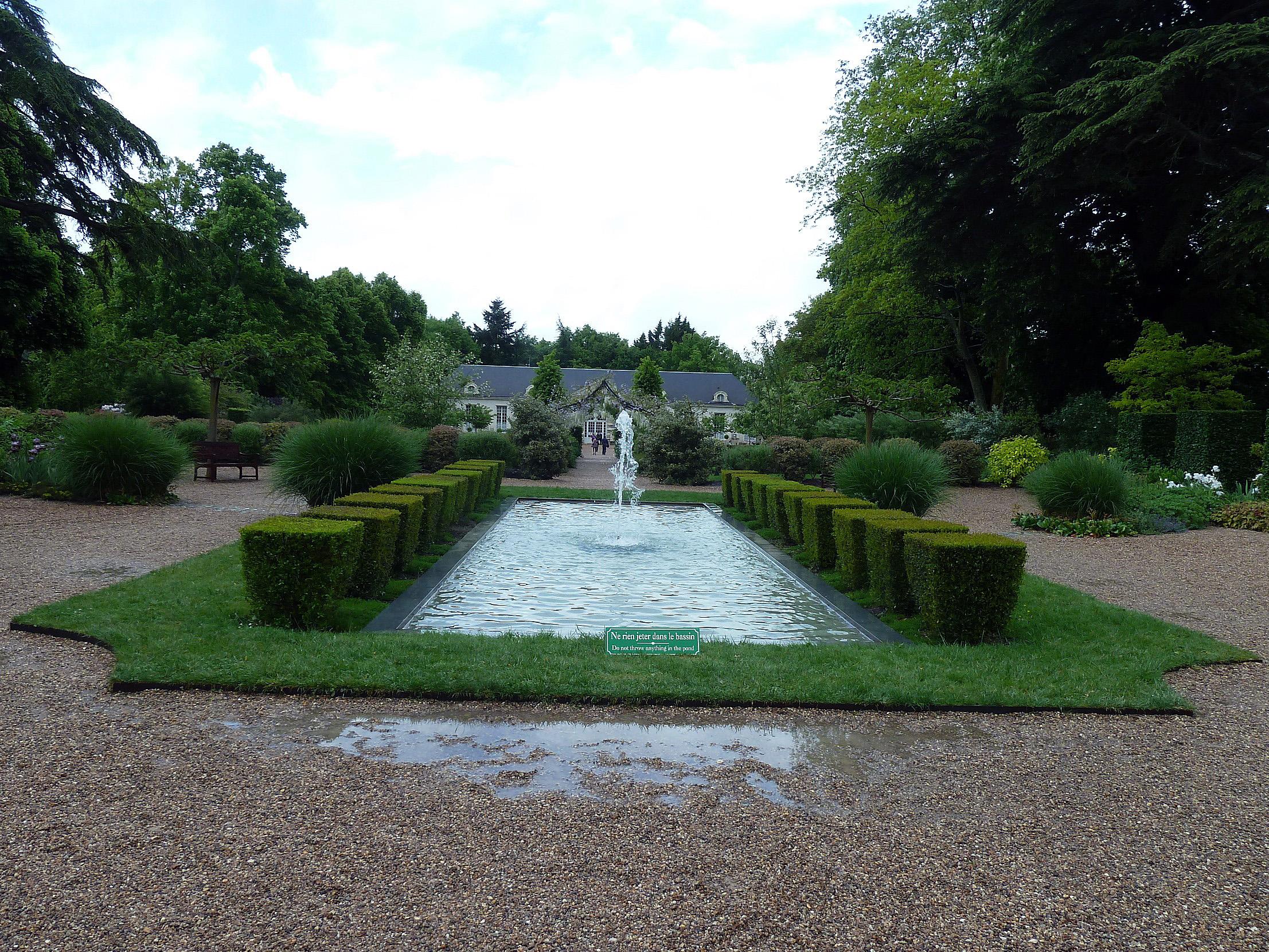 Photo cheverny 41700 le jardin des apprentis vers l 39 orangerie cheverny 313397 - Les jardins de l orangerie ...