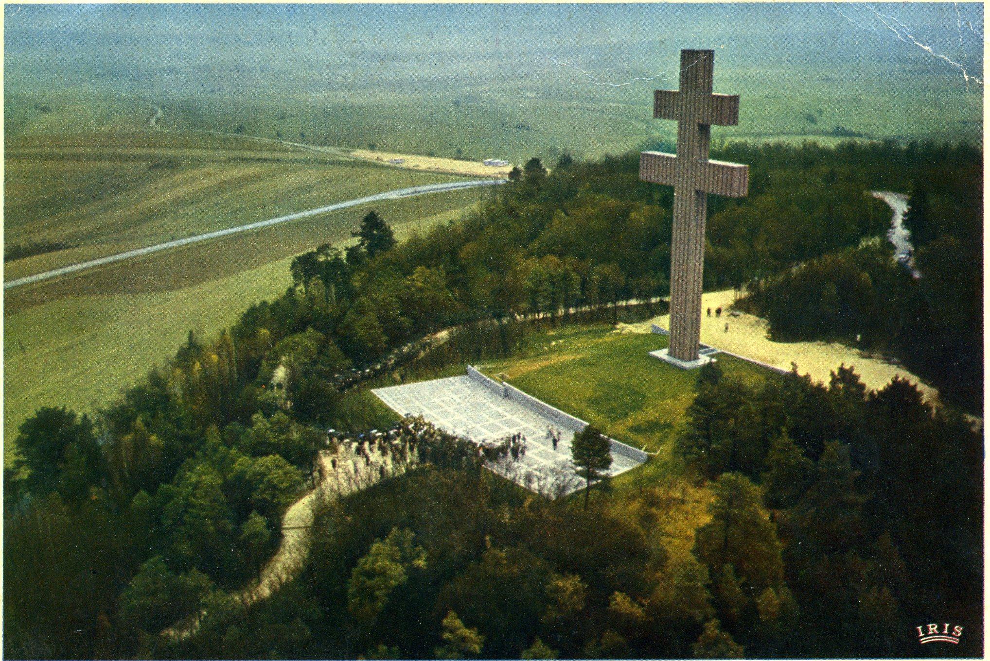 Photo A Colombey Les Deux Eglises 52330 Vue Aerienne Du Memorial Du General De Gaulle Carte Postale De 1970 Colombey Les Deux Eglises 169971 Communes Com