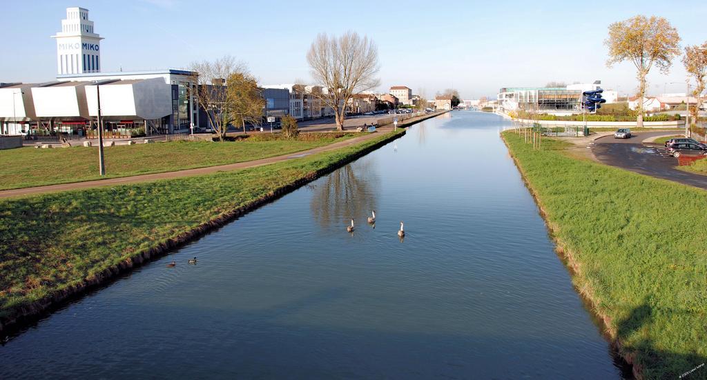 Photo saint dizier 52100 vnf le canal entre for Saint dizier haute marne
