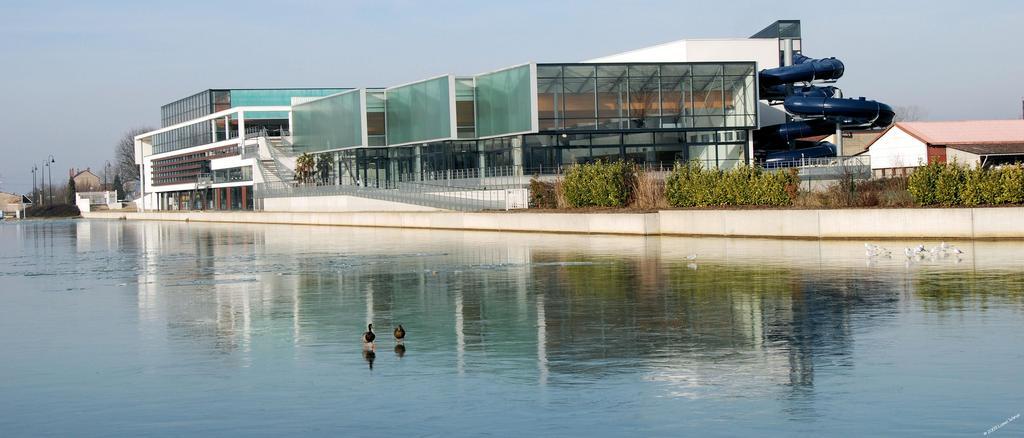 photo saint dizier 52100 la piscine et le canal en hiver saint dizier 38248. Black Bedroom Furniture Sets. Home Design Ideas