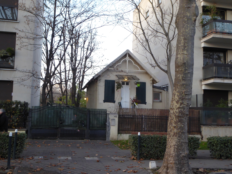 île De La Jatte Pee Maison Entre Les Immeubles Neuilly Sur Seine