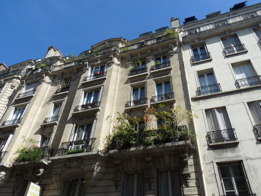 photo paris 9e arrondissement 75009 rue d 39 amsterdam paris 9e arrondissement 161507. Black Bedroom Furniture Sets. Home Design Ideas