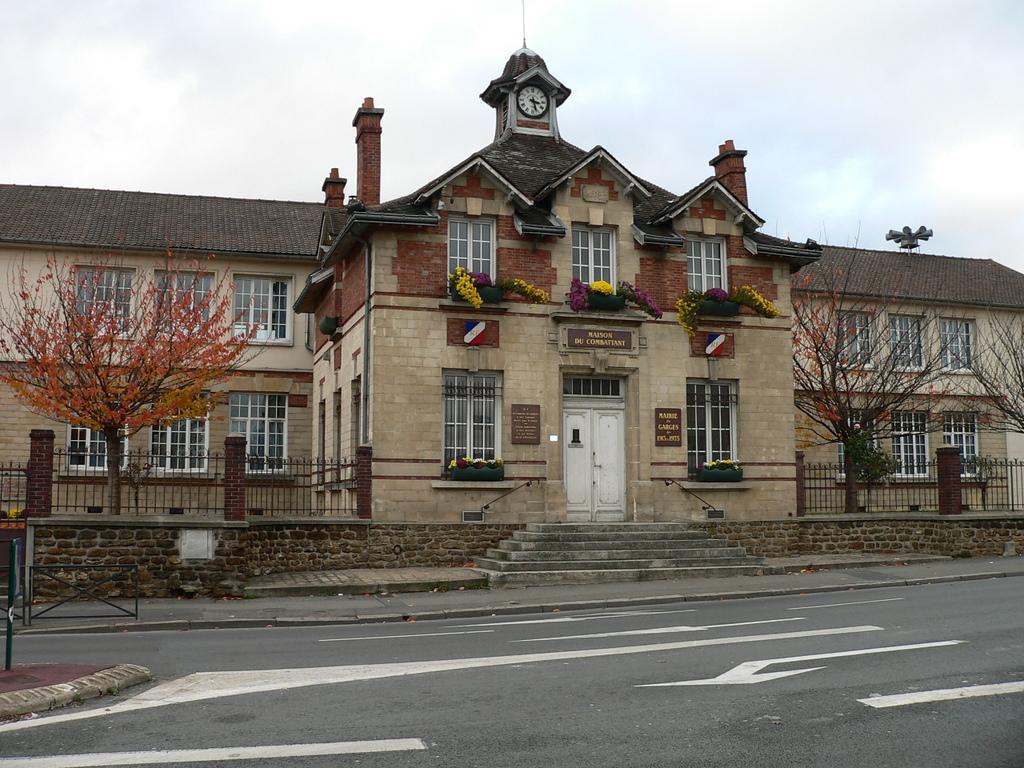 Hotel De Ville De Garges Les Gonesse