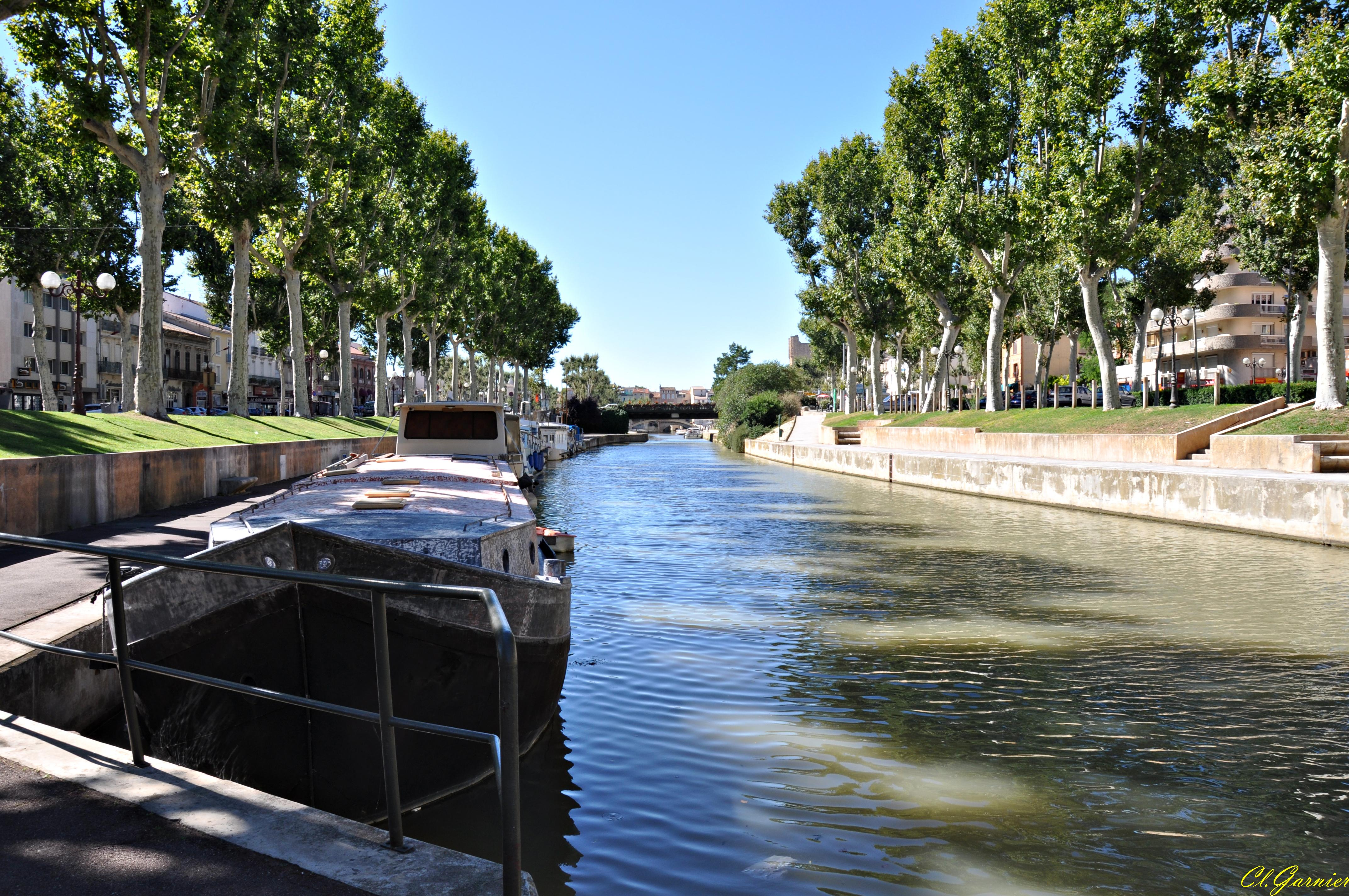 Photo narbonne 11100 canal de la robine narbonne for Cash piscine narbonne telephone
