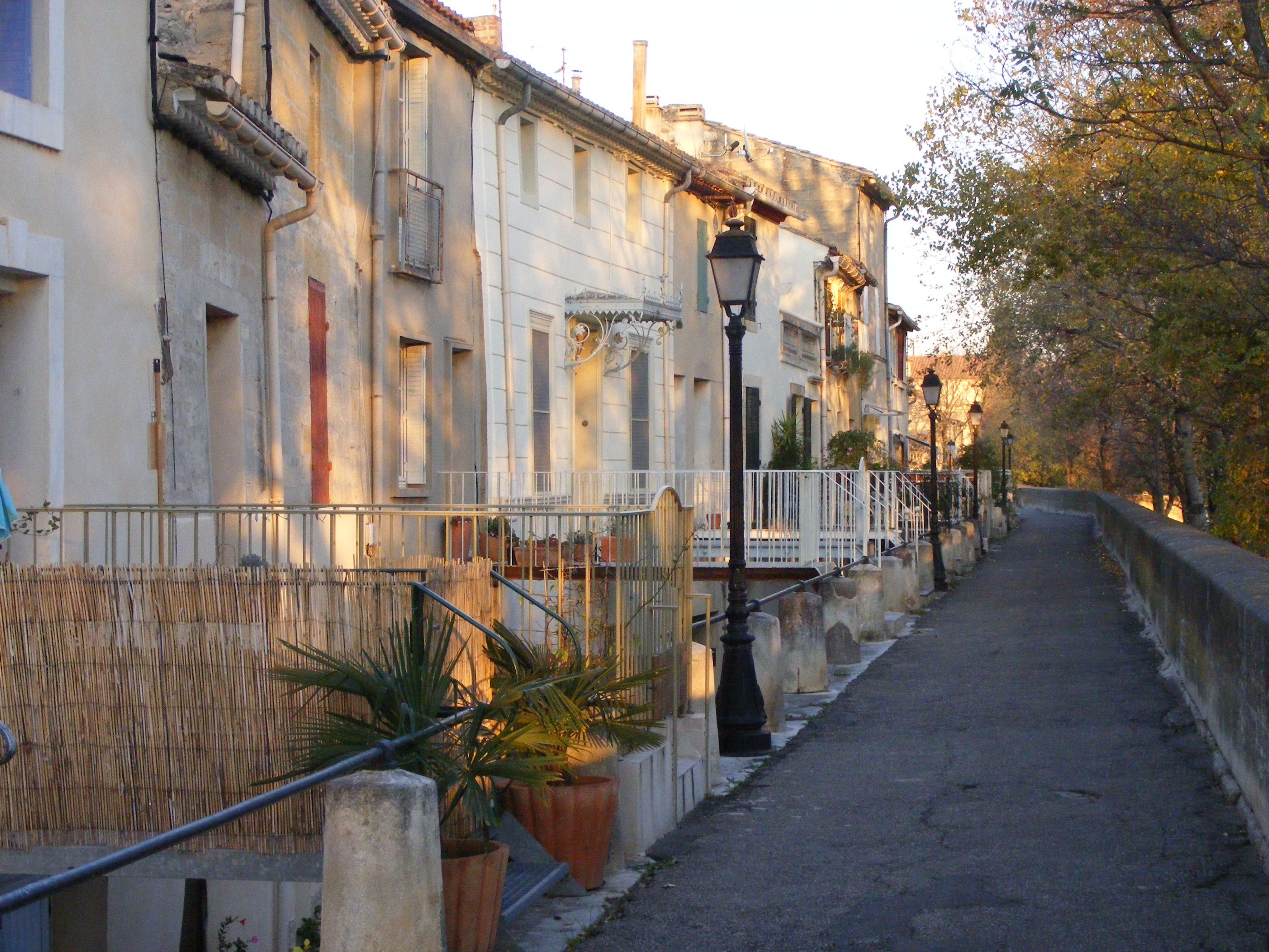 Photo aramon 30390 quais d 39 aramon 77949 - Office tourisme languedoc roussillon ...
