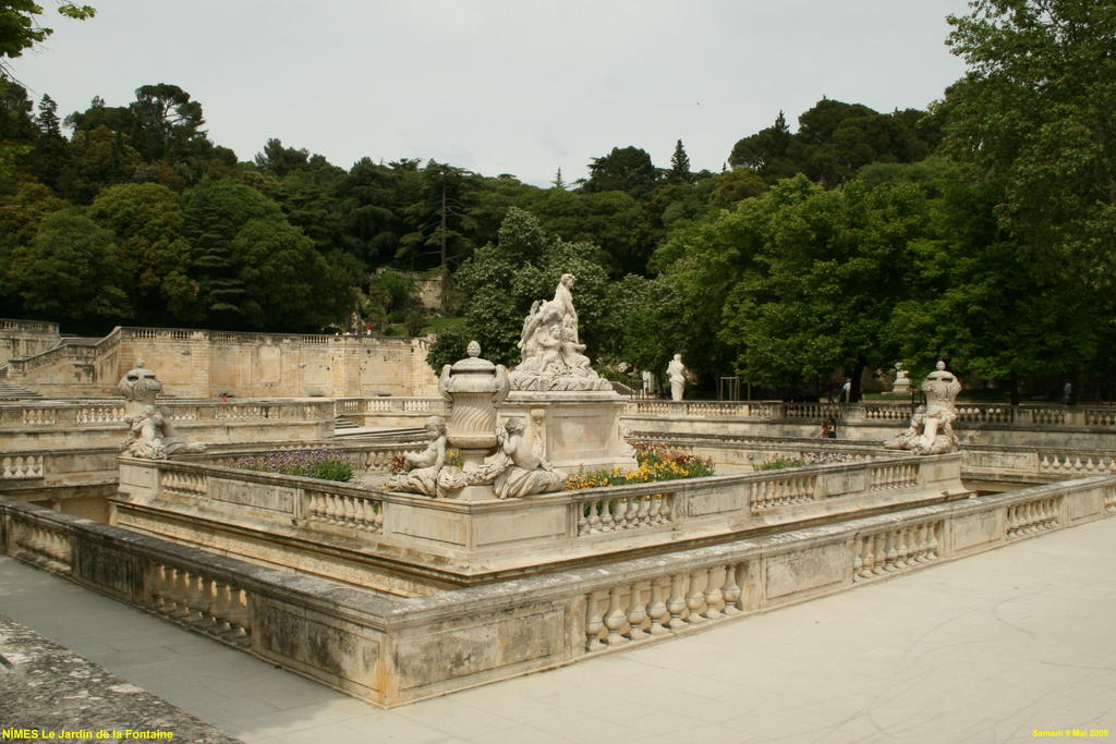 Photo n mes 30000 le jardin de la fontaine n mes for Le jardin zen nimes