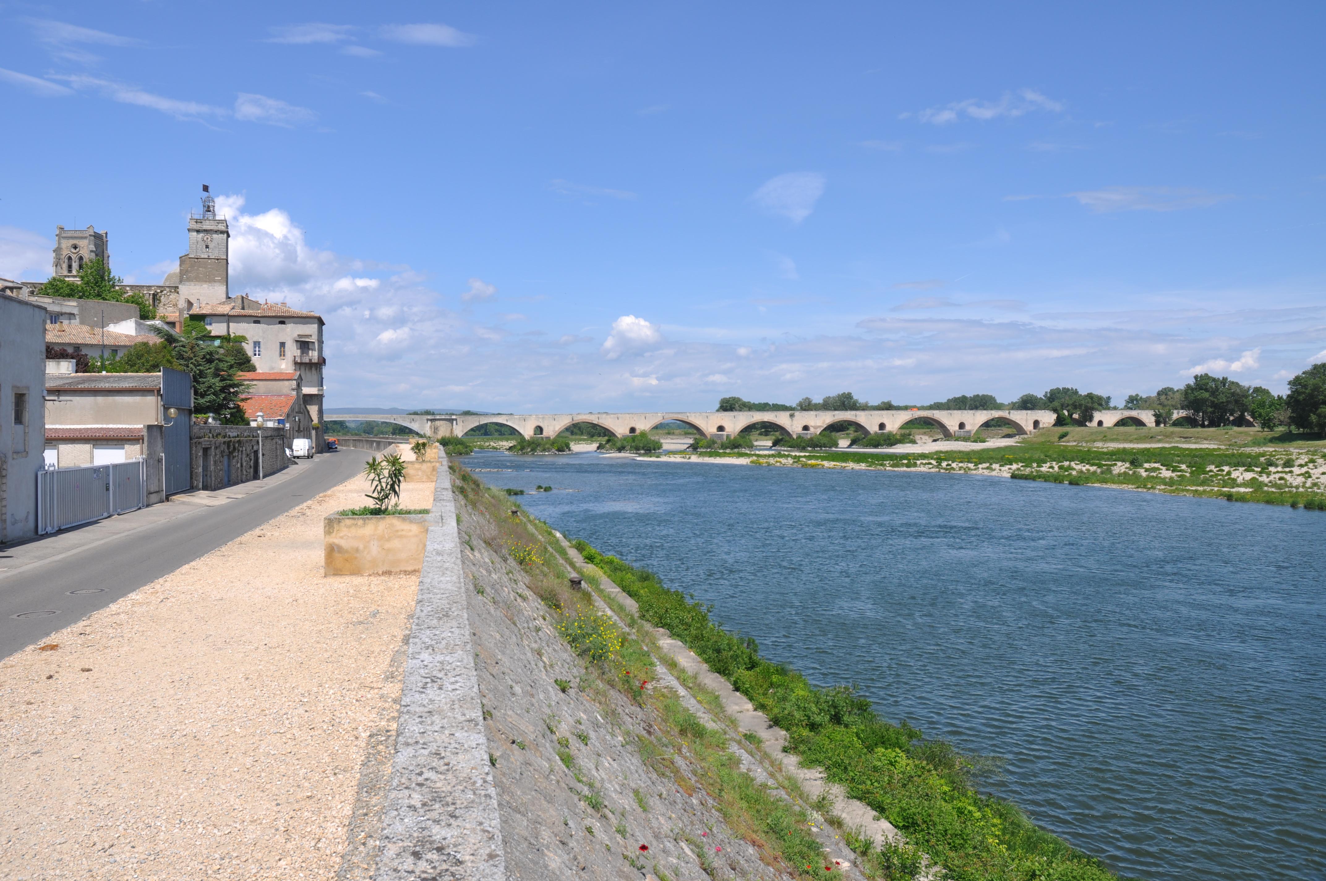 Photo pont saint esprit 30130 pont d pont saint - Office du tourisme pont saint esprit ...