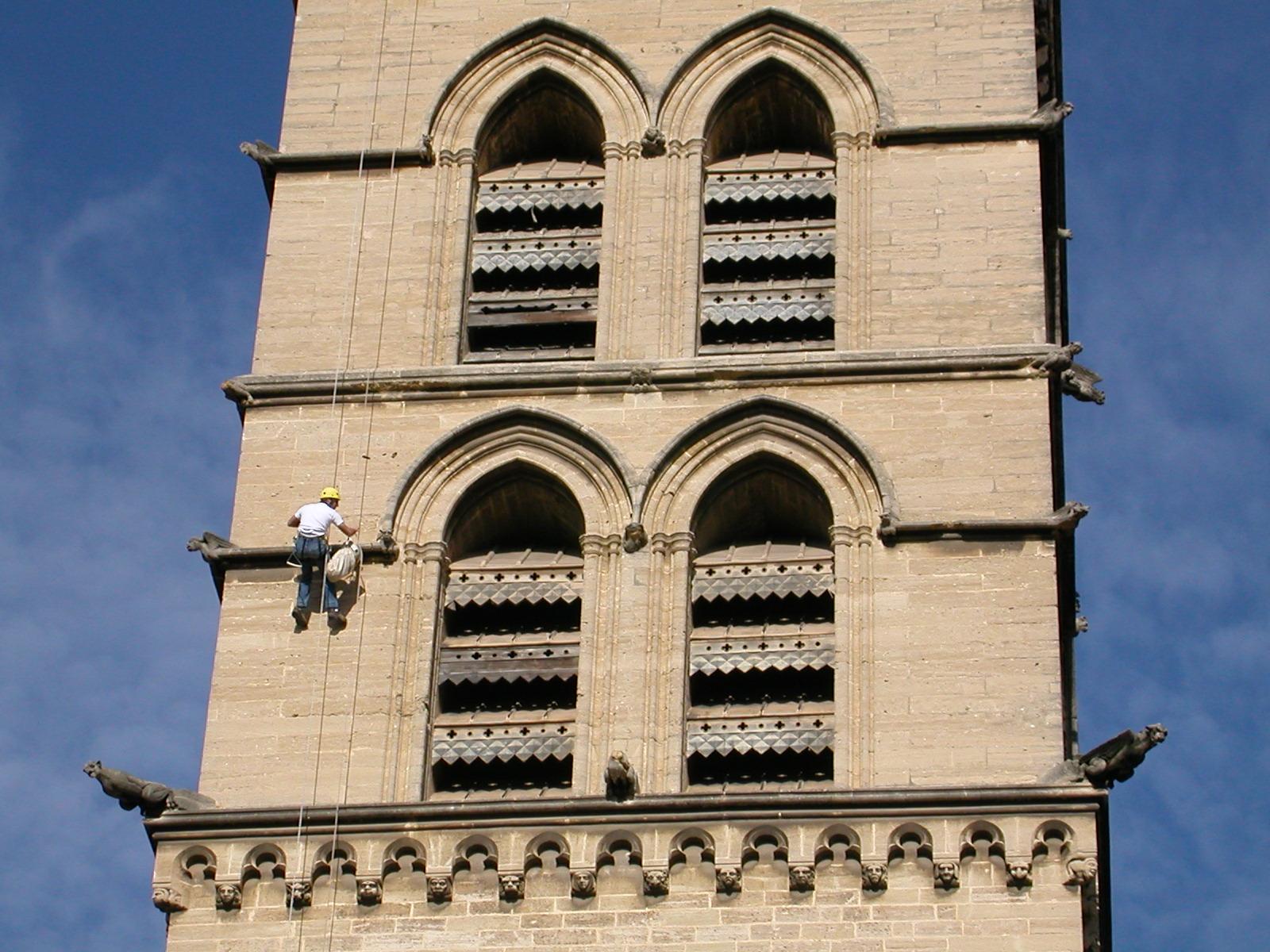 Photo montpellier 34000 une tour de la cath drale for Montpellier 34000
