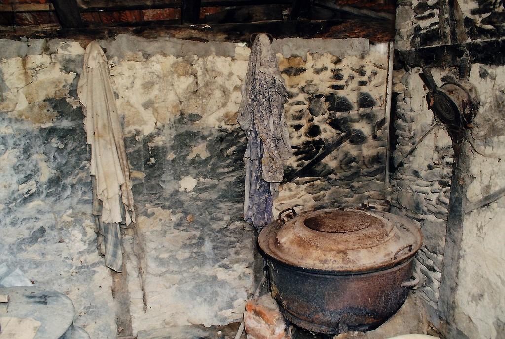 photo saint mexant 19330 marmite pour cuire les. Black Bedroom Furniture Sets. Home Design Ideas