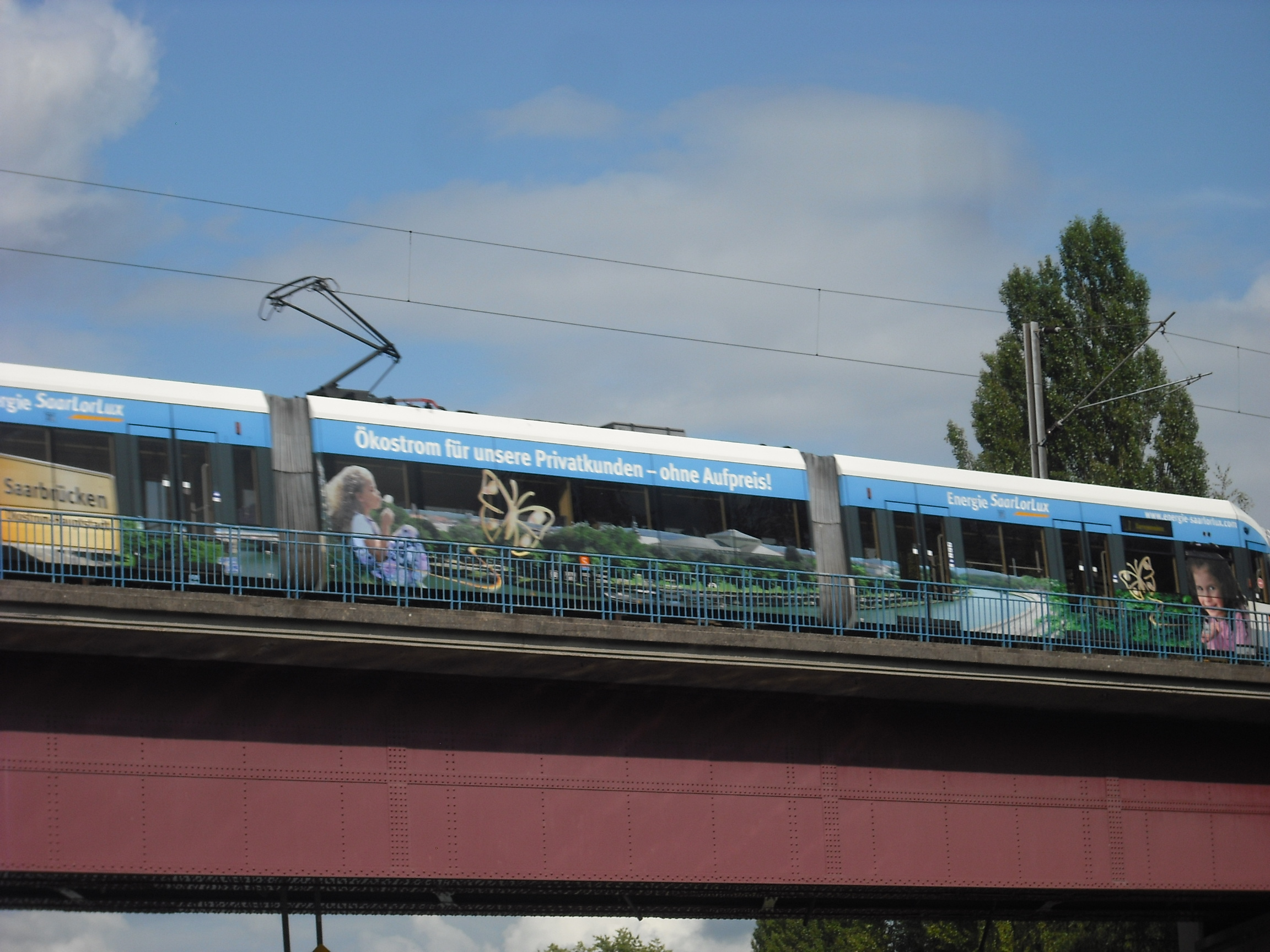 photo sarreguemines 57200 le tram vers l allemagne traversant la sarre sarreguemines. Black Bedroom Furniture Sets. Home Design Ideas