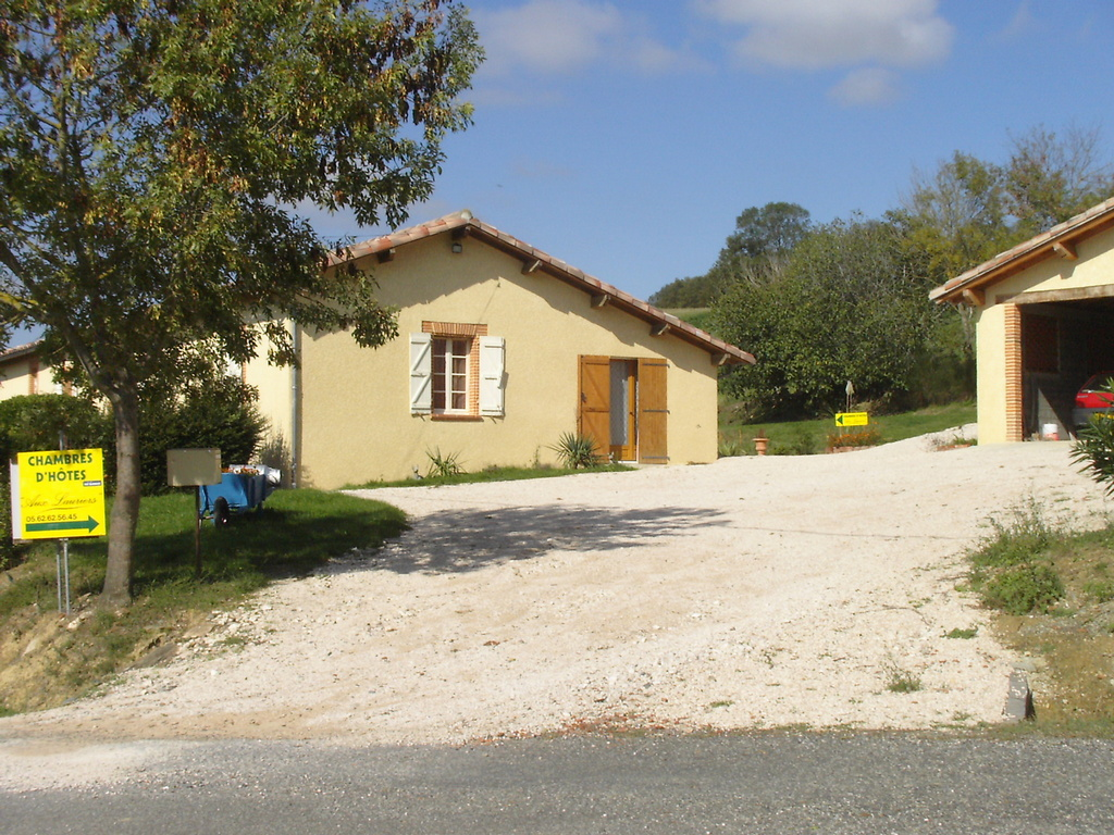Photo nizas 32130 chambres d 39 h tes aux lauriers for Chambre d hote pyrenees