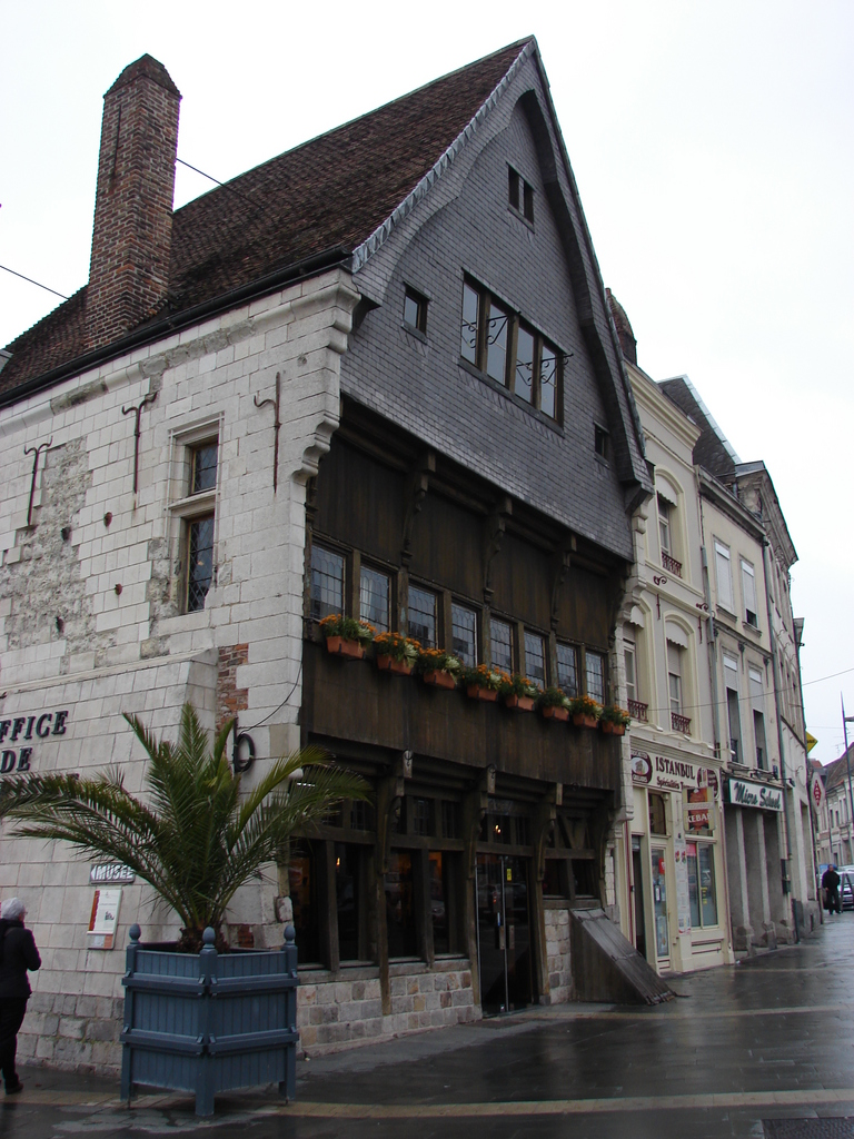 Photo cambrai 59400 la maison espagnole cambrai for Maison traditionnelle nord pas de calais