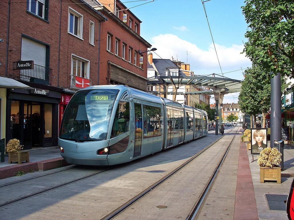 http://www.communes.com/images/orig/nord-pas-de-calais/nord/valenciennes_59300/Valenciennes_41432_Le-tramway.jpg