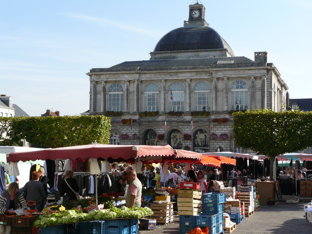 Photo saint omer 62500 place foch et h tel de ville saint omer 3982 - Office de tourisme st omer ...
