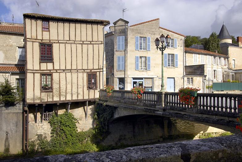 Photo fontenay le comte 85200 le pont des sardines - Office de tourisme de fontenay le comte ...