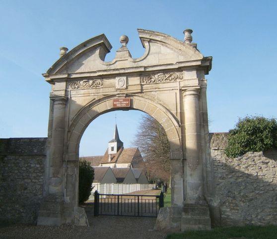 Photo trie ch teau 60590 entr e du parc rue de trie for Piscine trie chateau