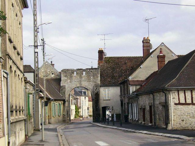 Photo trie ch teau 60590 le porche rue de gisors for Piscine trie chateau