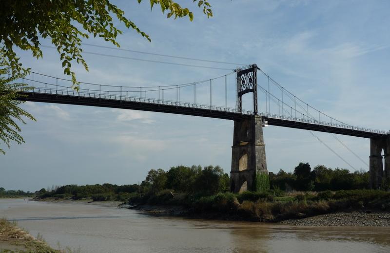 Photo tonnay charente 17430 le pont entier tonnay - Piscine de tonnay charente ...
