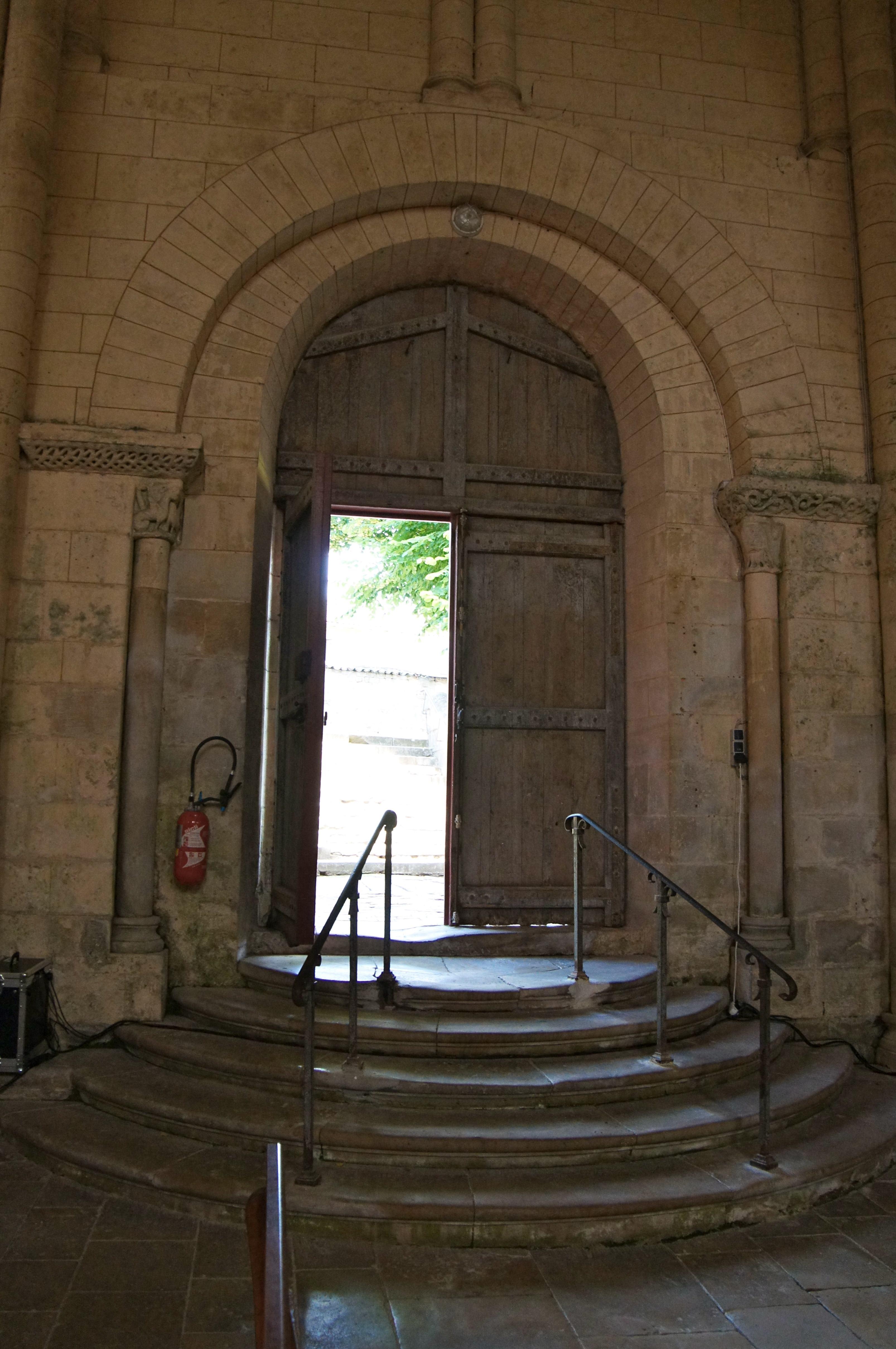 Photo à Melle (79500) : Portail intérieur gauche. Eglise Saint ...