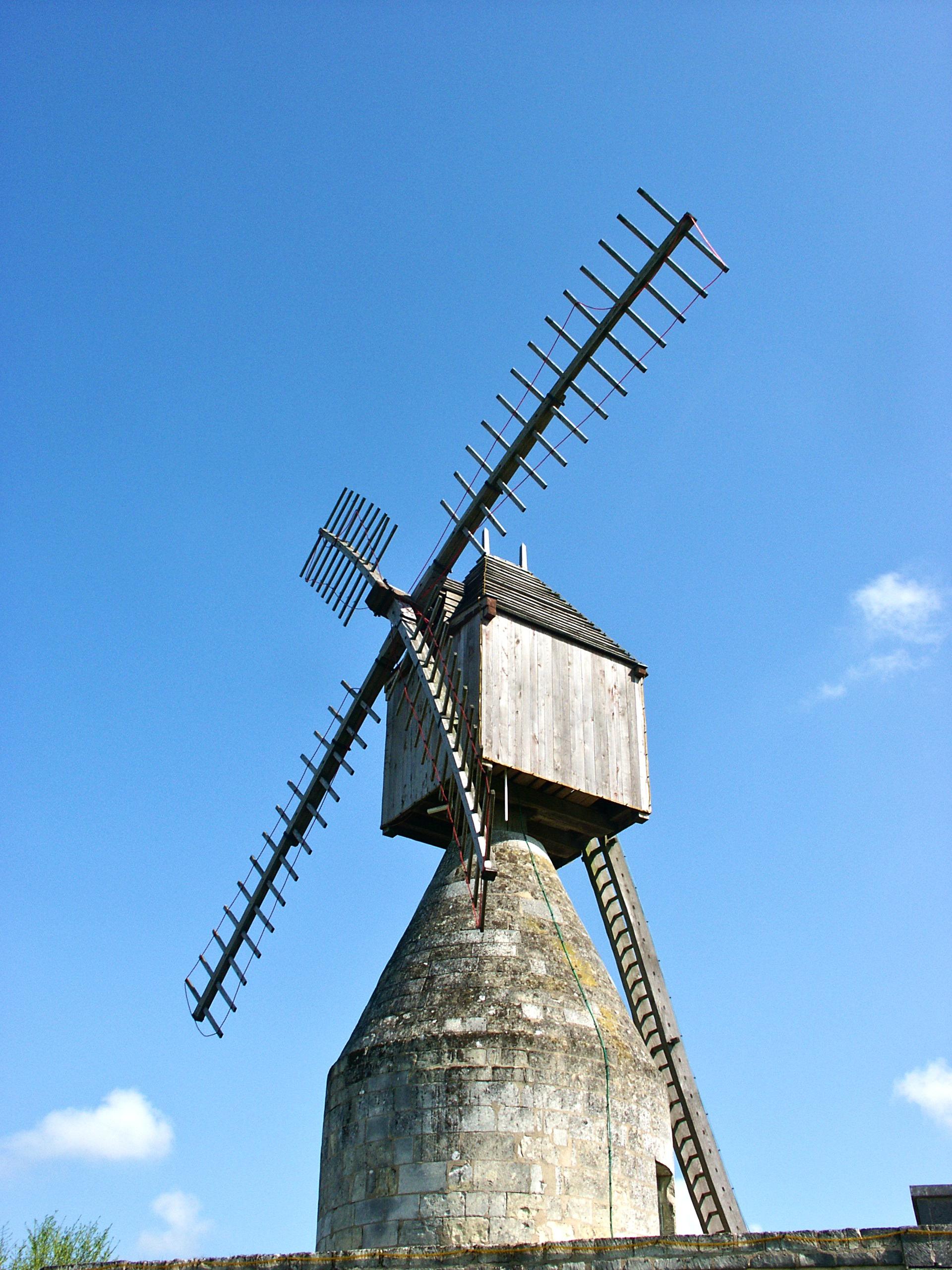 Photo loudun 86200 le moulin vent de la butte du for Piscine du moulin a vent