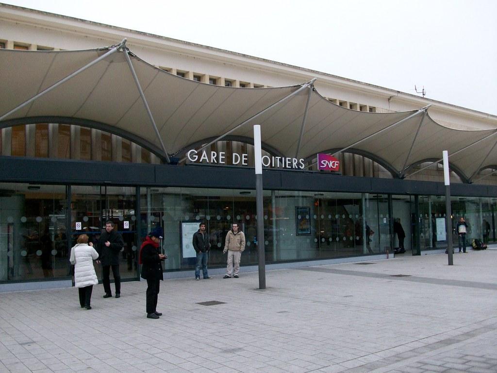 Photo poitiers 86000 la gare de poitiers 26980 for Plan de la vienne 86000