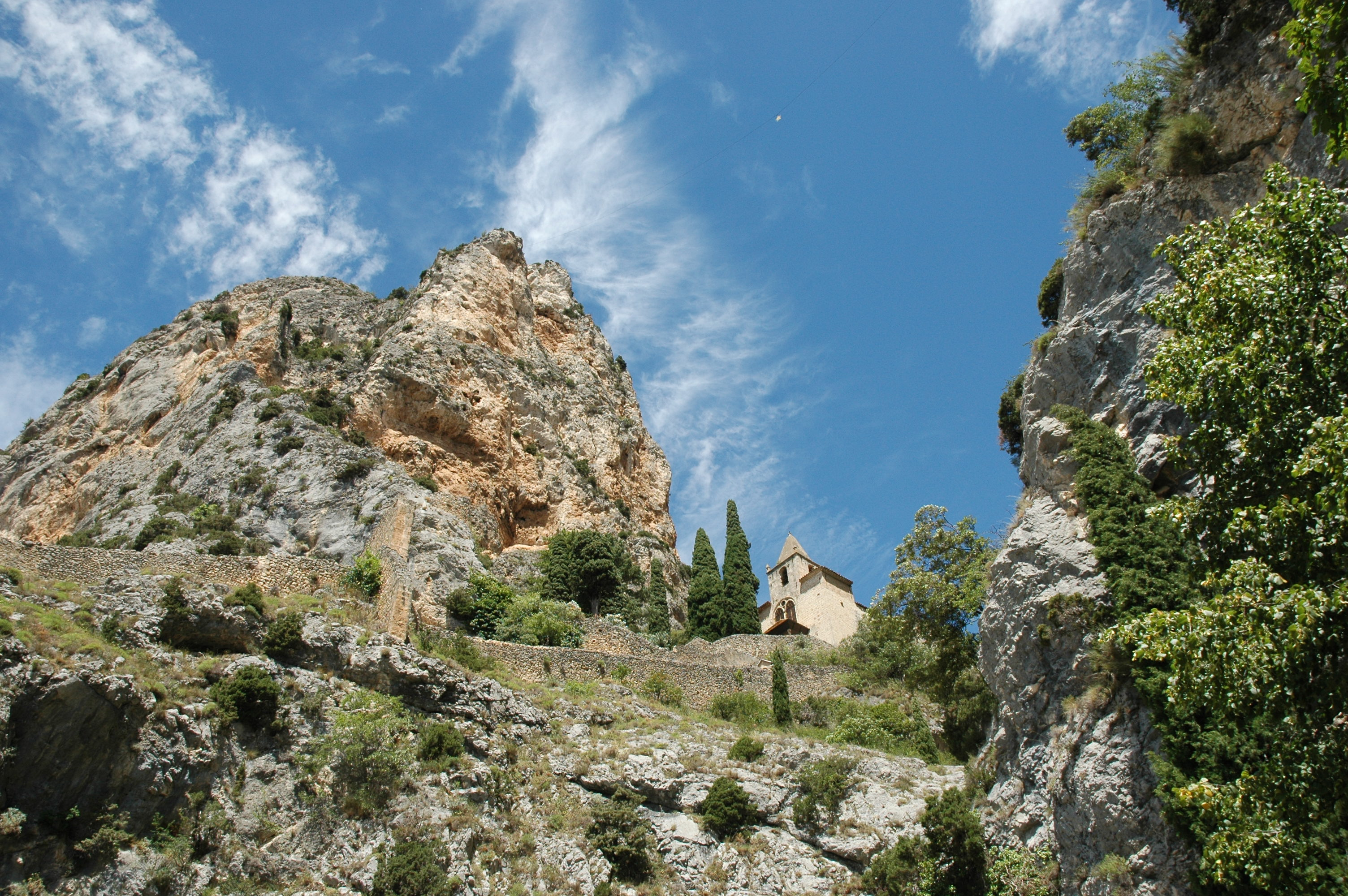 Photo moustiers sainte marie 04360 moustiers - Office de tourisme de moustiers sainte marie ...