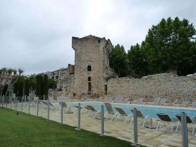 Photo aix en provence 13100 tour tourreluque tour m di vale du xive si cle piscine des - Bassin piscine prix aixen provence ...