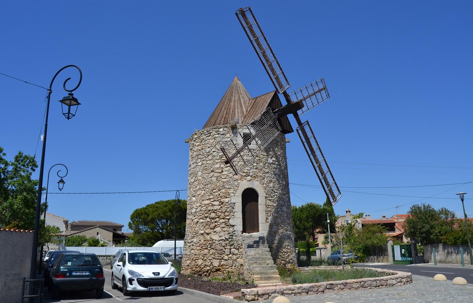 Photo saint mitre les remparts 13920 le moulin for Accessoire piscine st mitre les remparts