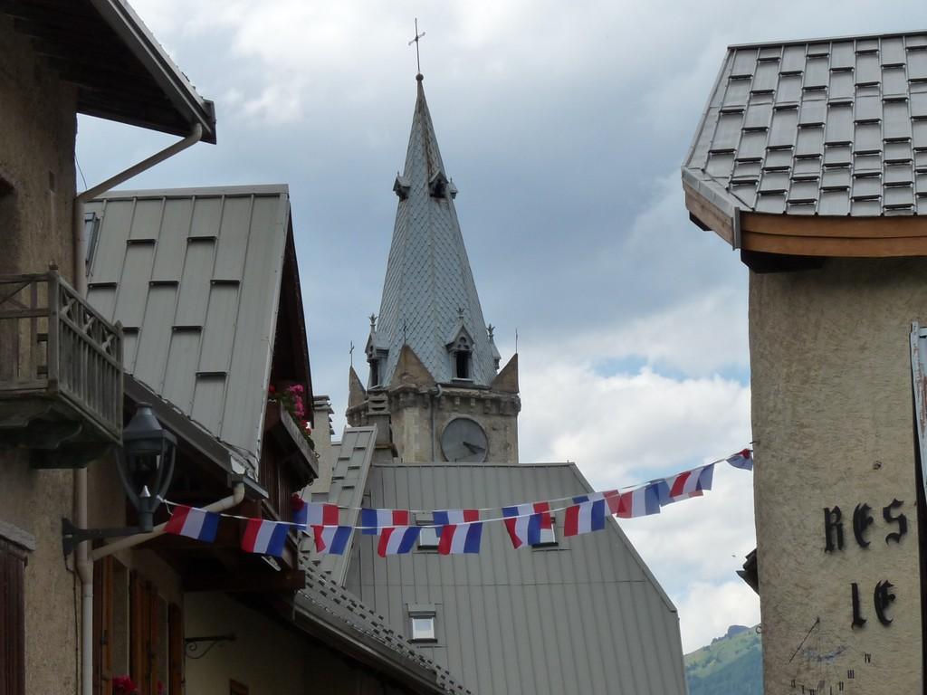 Photo la salle les alpes 05240 dans le village du - La salle les alpes office du tourisme ...