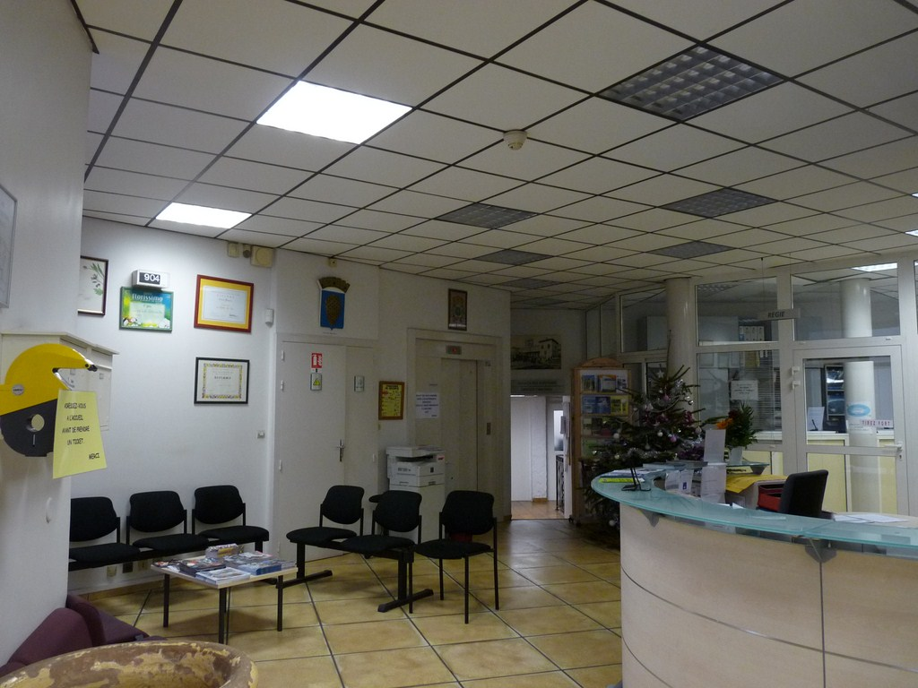Photo la valette du var 83160 dans le hall de la for Le geant du meuble la valette