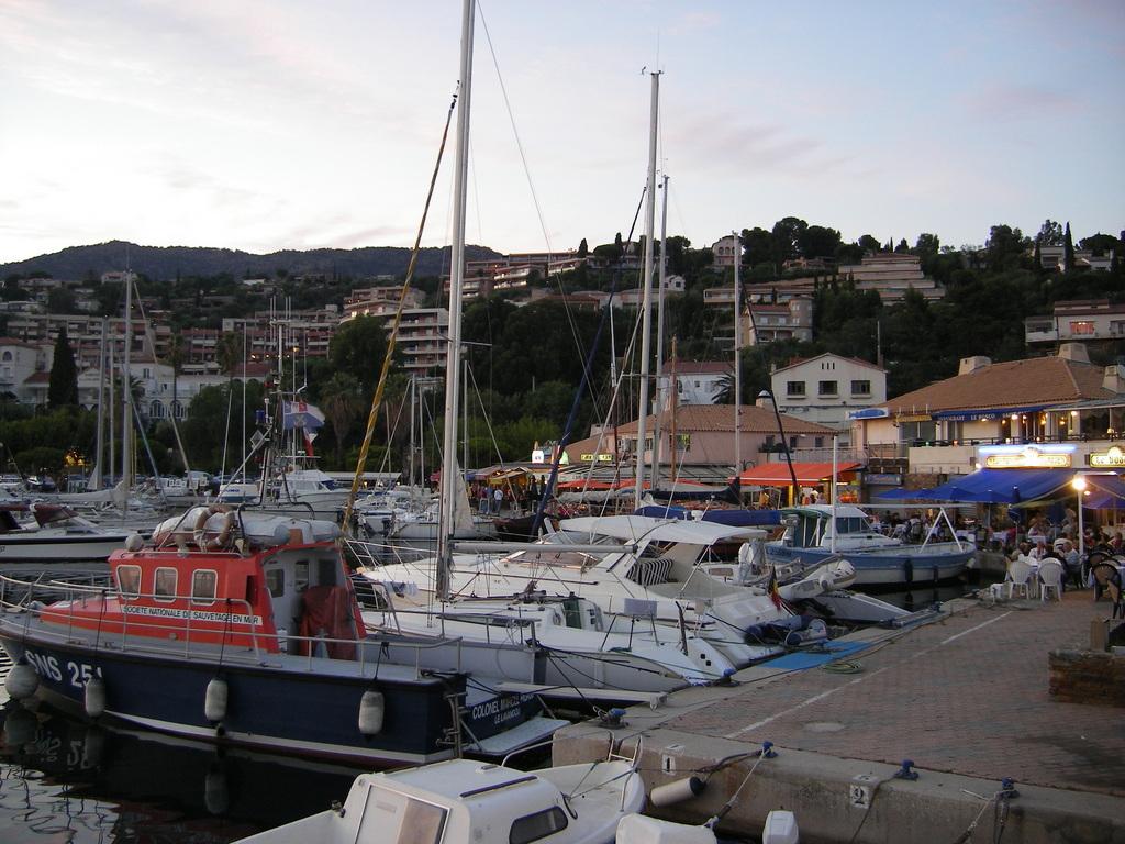 Photo le lavandou 83980 le port le lavandou 17906 - Restaurant le lavandou port ...